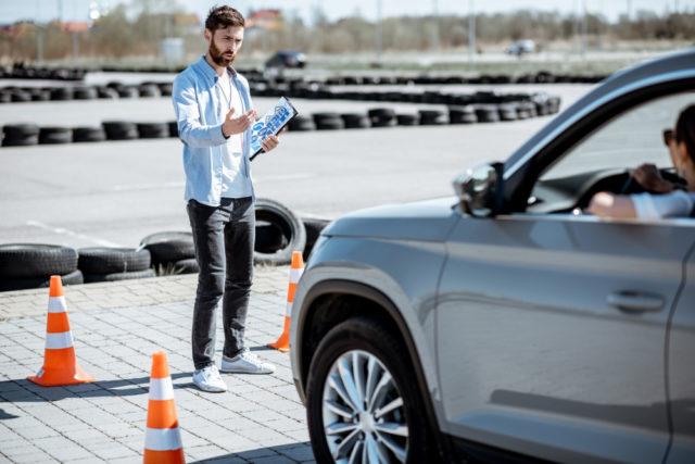 Ile zarabia instruktor jazdy? 1