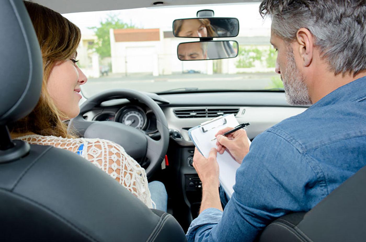 zarobki instruktor prawa jazdy