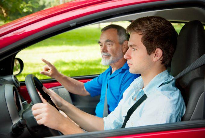 Ile zarabia instruktor jazdy?